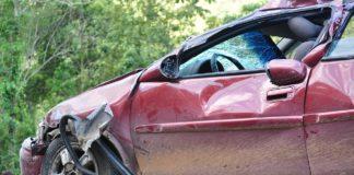 Stłuczka z kierowcą bez prawa jazdy. Co mu grozi? Kto zapłaci odszkodowanie?
