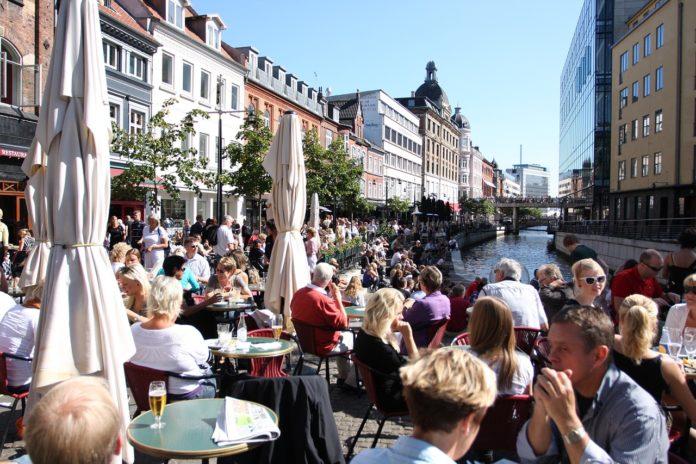 Odszkodowanie z ubezpieczenia turystycznego – jak dostać? Poradnik, co robić krok po kroku