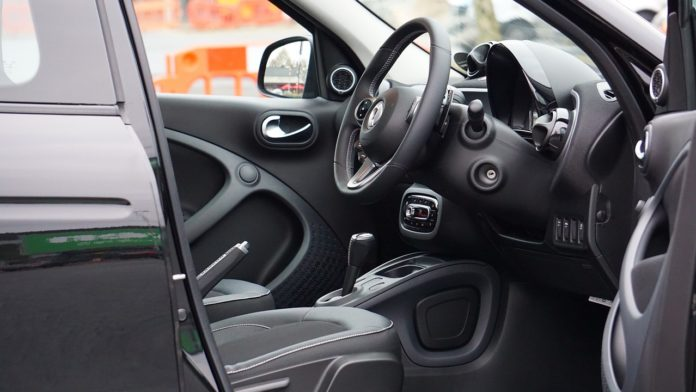 Samochód zastępczy z OC sprawcy. Jak zdobyć auto zastępcze po kolizji?