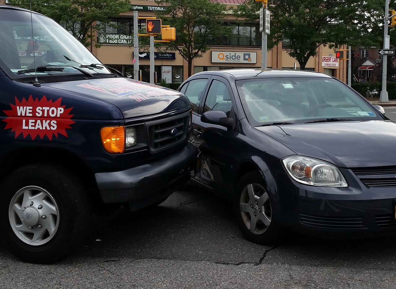Jak postępować w razie kolizji drogowej lub wypadku - co robić?