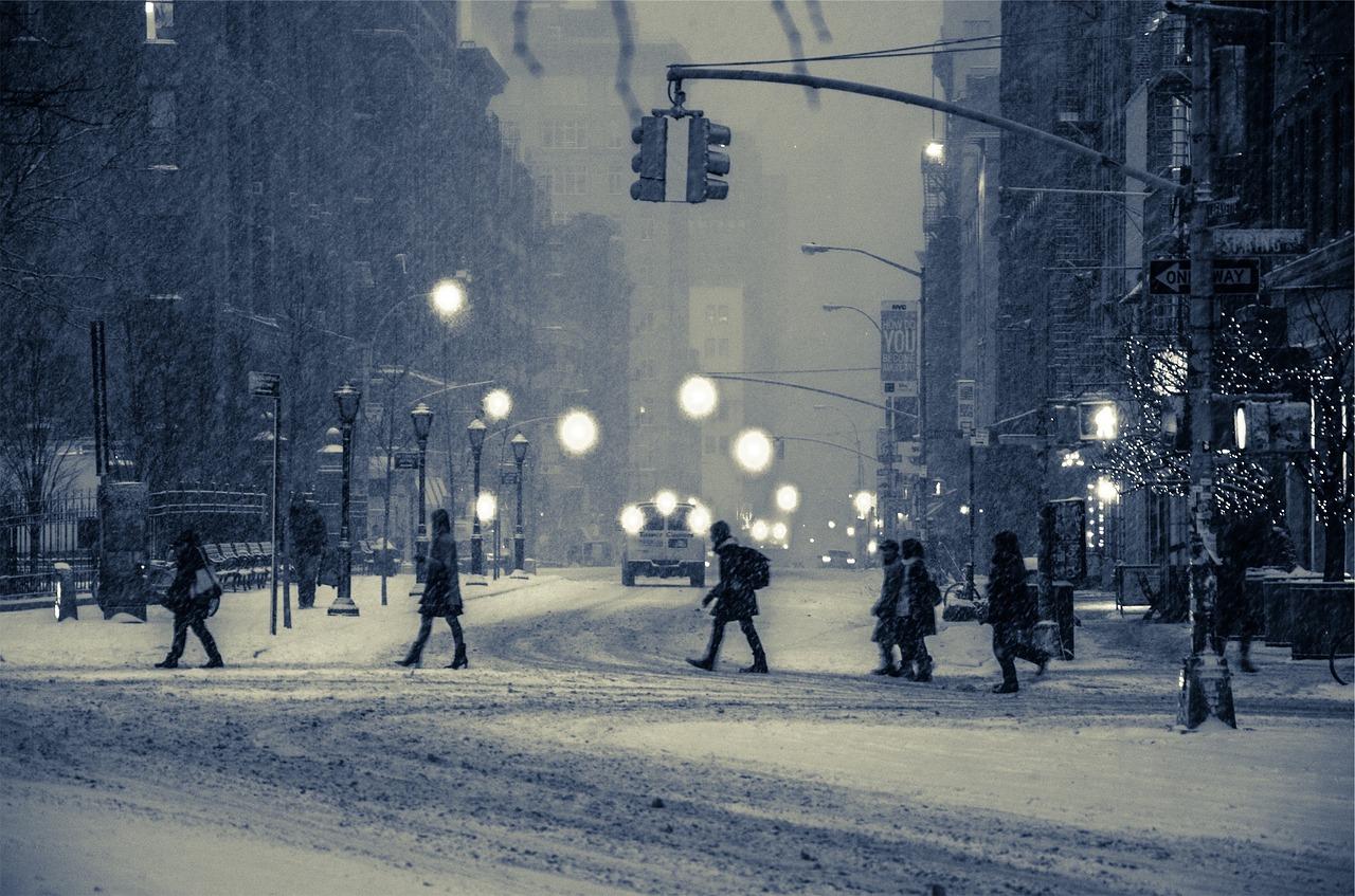 Odszkodowanie za wypadek na nieodśnieżonym chodniku. Jak dochodzić odszkodowania za szkody zimowe