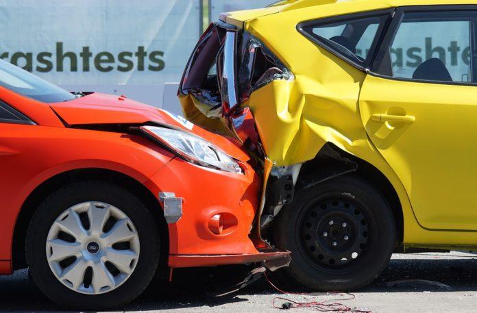 Brak danych sprawcy wypadku a odszkodowanie. Kto zapłaci za skutki kolizji?