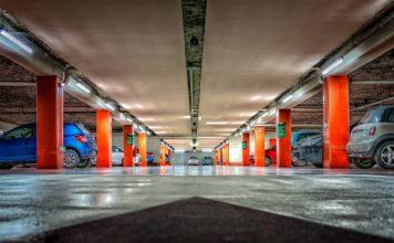 Stłuczka parkingowa: kto jest winny i co zrobić przy kolizji na parkingu?