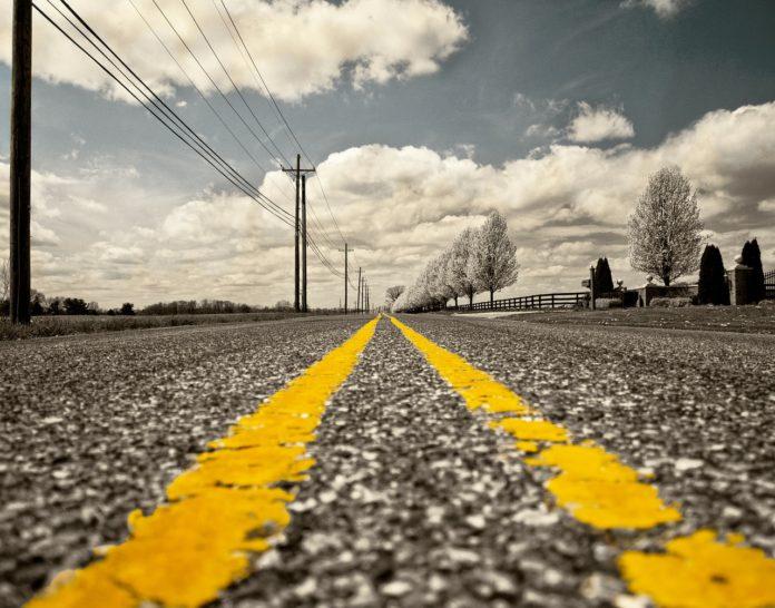 Jak uzyskać odszkodowanie za zniszczenia samochodu na dziurawej drodze?