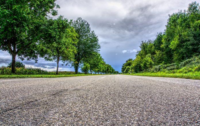 Dziura w jezdni – kto odpowiada za uszkodzone auto?