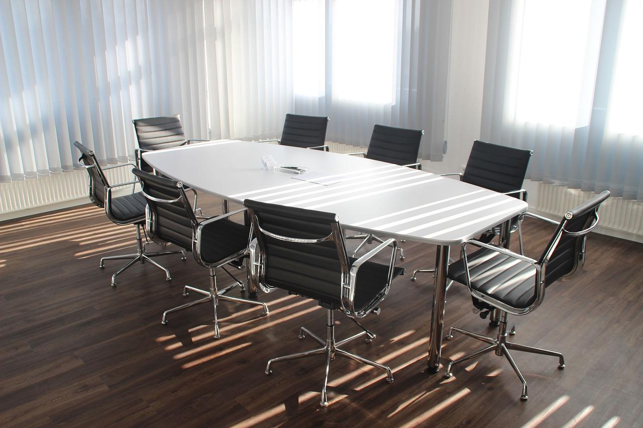 Firmy i kancelarie odszkodowawcze - czy warto korzystać z ich usług?